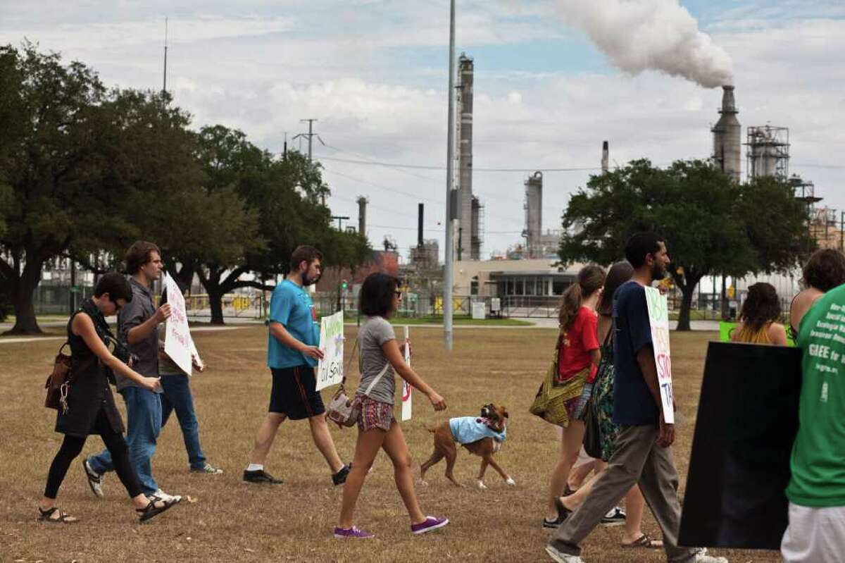 ERIC KAYNE : FOR THE CHRONICLE ACTIVISTS: Community groups protest Sunday in the Manchester neighborhood, near a Valero refinery.