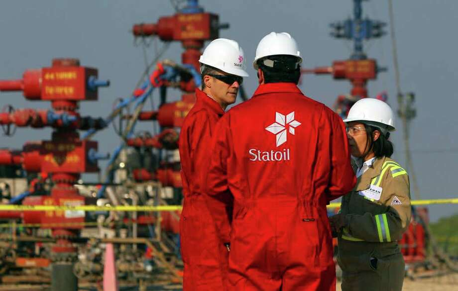 Helge Lund (left), CEO of Norwegian energy company Statoil, speaks with Statoil  Joint Venture Manager Cesar Alvarez (facing away) and Talisman Energy Frac Specialist Nabila Larsen (right) at a Talisman Energy fracking site near Cotulla, Texas. Statoil is working with Talisman energy to develop oil and gas ventures in the Eagle Ford shale formation in south central Texas. Photo: SAN ANTONIO EXPRESS-NEWS