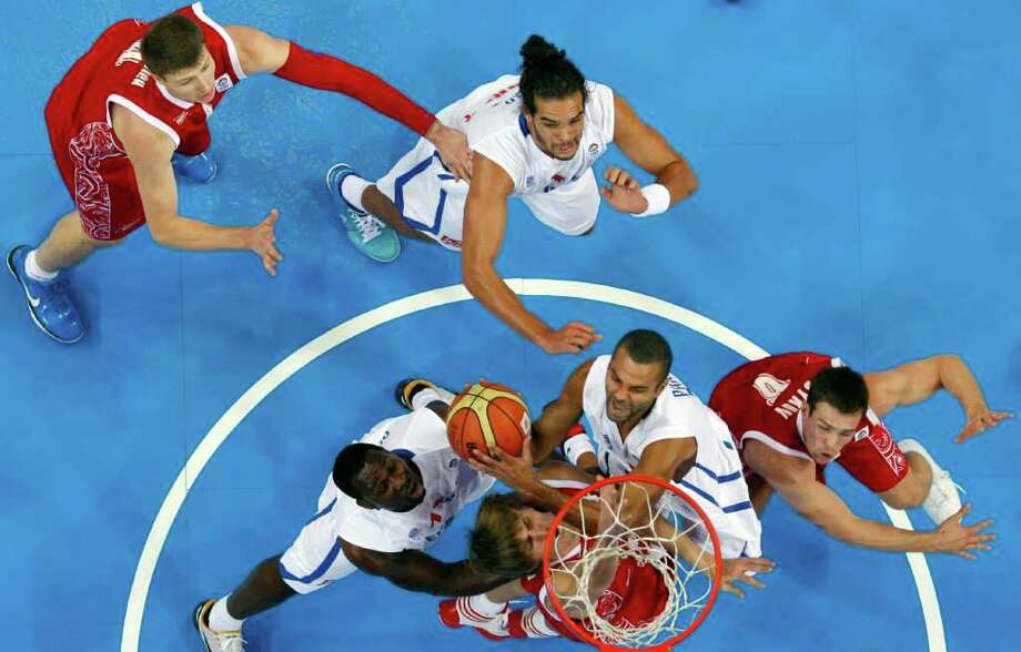 France's Tony Parker, center, shoots on basket during the EuroBasket European Basketball Championship semifinal match against Russia in Kaunas, Lithuania, Friday, Sept. 16, 2011. France won the match 79-71. Photo: Petr David Josek/Associated Press / AP