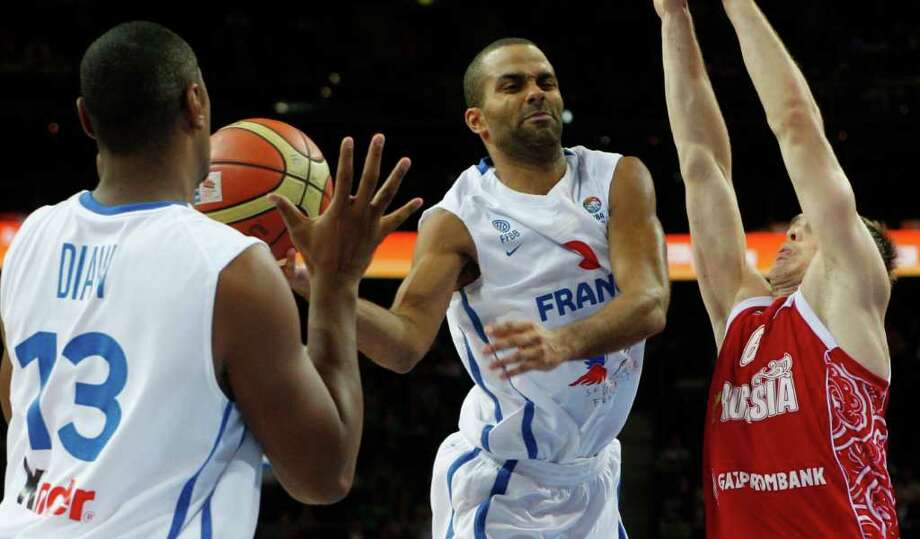 Sergey Bykov, right, from Russia tries to block Tony Parker, center, from France passing a ball to Boris Diaw, left, during the EuroBasket European Basketball Championship semifinal match in Kaunas, Lithuania, Friday, Sept. 16, 2011. Photo: Petr David Josek/Associated Press / AP