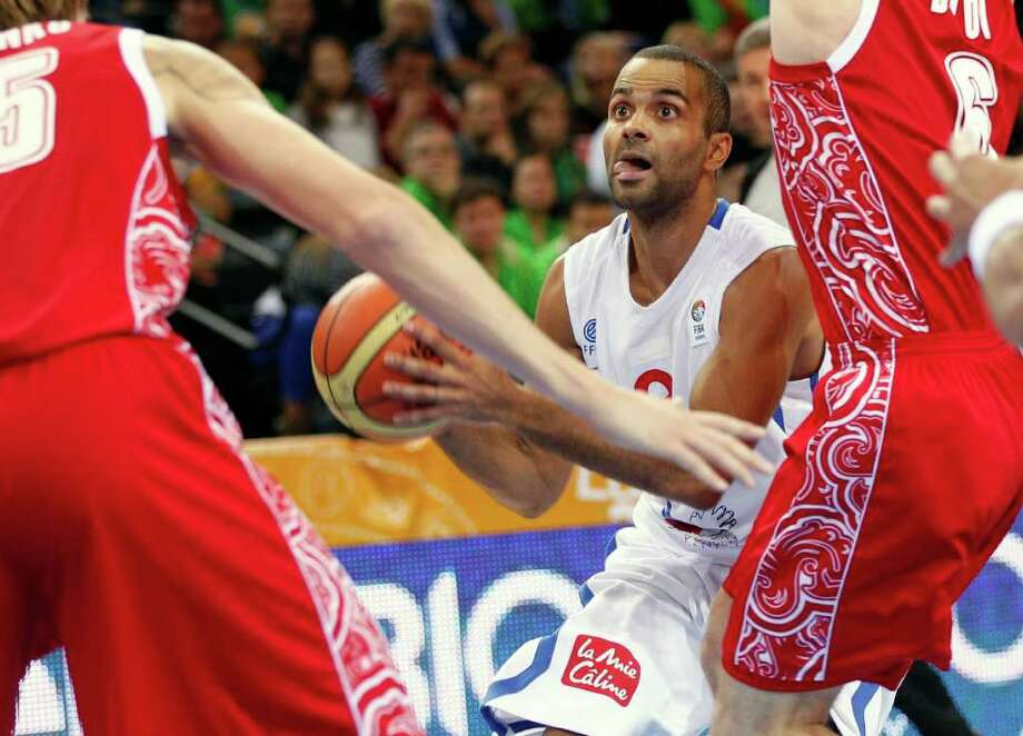 France's Tony Parker controls the ball during the EuroBasket 2011 European Basketball Championships semifinal match against Russia in Kaunas, Lithuania, Friday, Sept. 16, 2011. Photo: Mindaugas Kulbis/Associated Press / AP