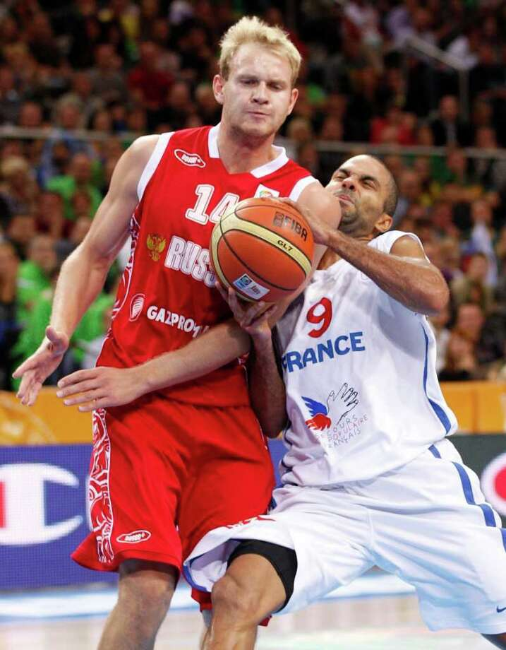 Tony Parker, right, of France is challenged by Anton Ponkrashov from Russia during the EuroBasket 2011, European Basketball Championships semi final match  in Kaunas, Lithuania, Friday, Sept. 16, 2011. Photo: Mindaugas Kulbis/Associated Press / AP