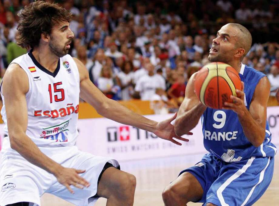 Tony Parker, right, of France is challenged by Victor Sada, left, from Spain  during the EuroBasket 2011, European Basketball Championships gold  match  in Kaunas, Lithuania, Sunday, Sept. 18, 2011. Photo: Mindaugas Kulbis/Associated Press / AP