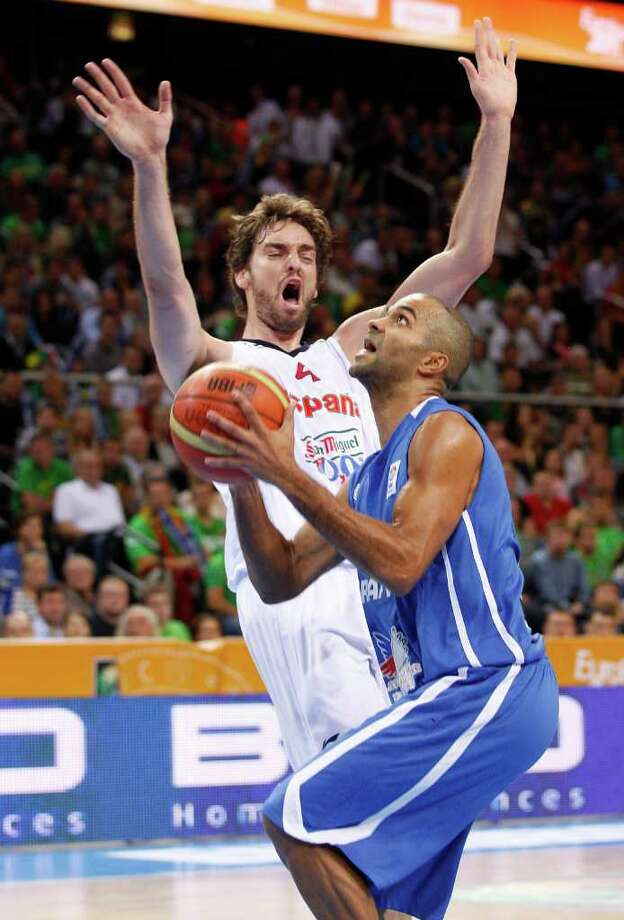 Tony Parker, left, of  France  is challenged by Pau Gasol from Spain  during the EuroBasket 2011, European Basketball Championships gold  match  in Kaunas, Lithuania, Sunday, Sept. 18, 2011. Photo: Mindaugas Kulbis/Associated Press / AP