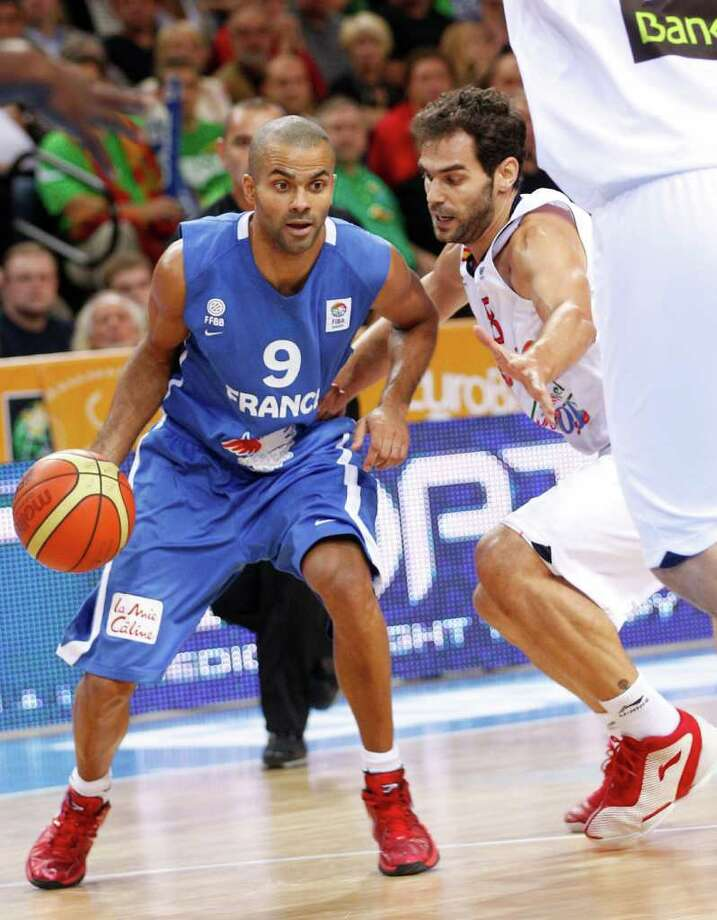 Tony Parker, left, of  France  is challenged by  Jose Manuel Calderon from Spain  during the EuroBasket 2011, European Basketball Championships gold  match  in Kaunas, Lithuania, Sunday, Sept. 18, 2011. Photo: Mindaugas Kulbis/Associated Press / AP