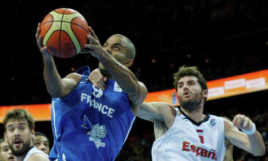 Rudy Fernandez, right, from Spain fouls Tony Parker, left, from France during the EuroBasket European Basketball Championship gold medal match in Kaunas, Lithuania, Sunday, Sept. 18, 2011. Photo: Petr David Josek/Associated Press / AP