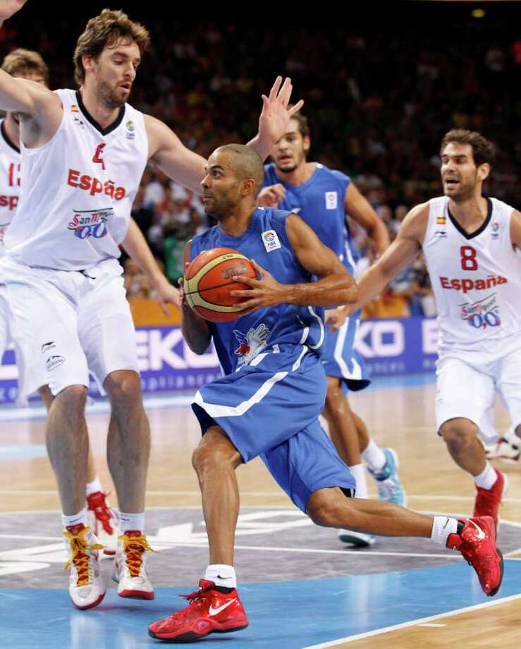 France's Tony Parker  during the EuroBasket 2011, European Basketball Championships  gold  match against Spain  in Kaunas, Lithuania, Sunday, Sept. 18, 2011. Photo: Mindaugas Kulbis/Associated Press / AP