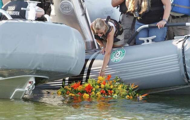 Tiffany Hartley lays a wreath near the site where her husband, David Hartley, was shot last week, on Falcon Lake, Wednesday, Oct. 6, 2010 in Zapata, Texas. Hartman was shot by Mexican pirates on Falcon Lake last week as they were returning to the United States on Jet Skis. Photo: AP