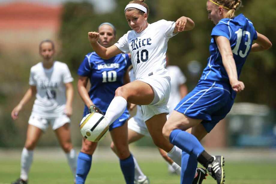 Midfield Jessica Howard is tied for the Conference USA lead with five goals, including three game-winners during the Owls' 5-2-1 start. Photo: Anthony Vasser 281-788-1322, Rice University / Anthony_Vasser@ninjen.com