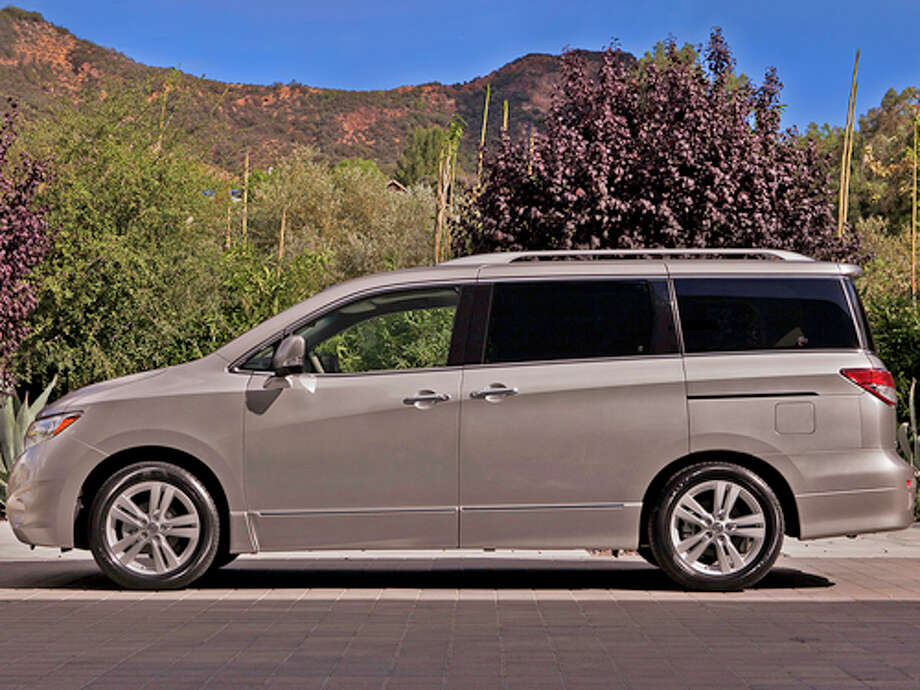2011 Nissan Quest 3.5 SV (photo courtesy Nissan) Photo: Mike Ditz / ©2010MikeDitz (310)994-0307