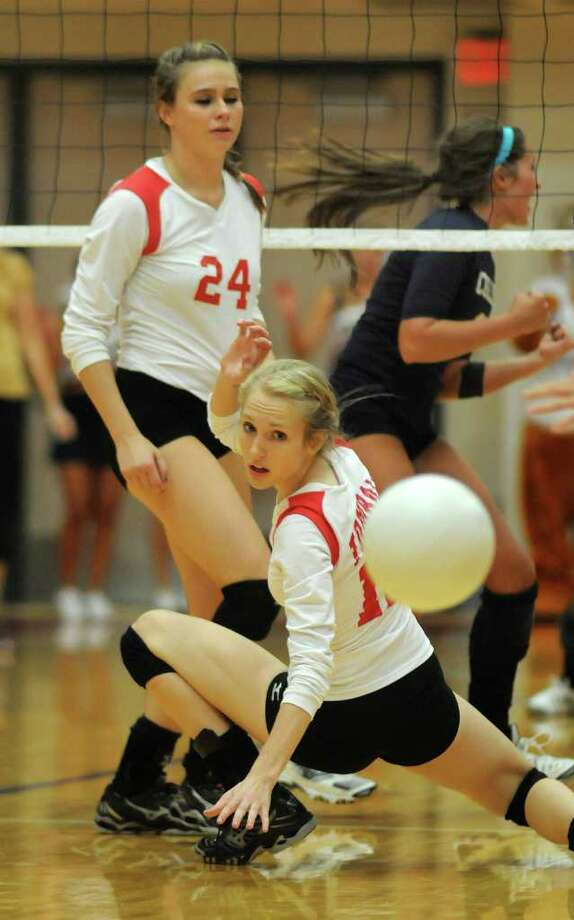 Tomball junior Kaili Birkner, right, and teammate Sydney Ziober (24) watch a Klein Collins point. (Jerry Baker/For the Chronicle) Photo: Jerry Baker, For The Chronicle