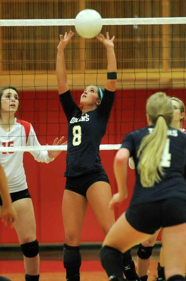 Klein Collins senior setter Amy South makes a set in front of Tomball senior Caitlin Diaz (15). (Jerry Baker/For the Chronicle) Photo: Jerry Baker, For The Chronicle