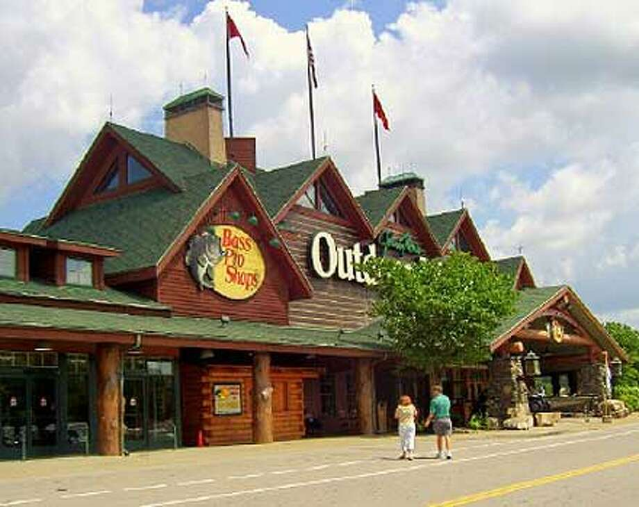 Bass Pro Shops. (Discover DuPage, Flickr Creative Commons)