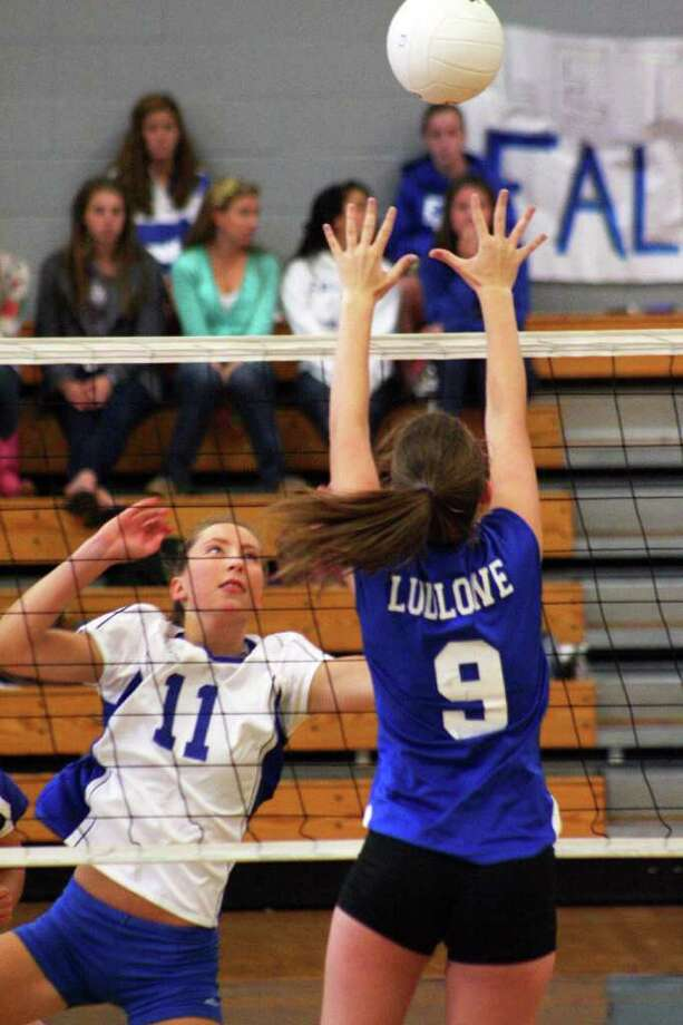 Darien's Katie Stueber and Ludlowe's Kedi Curley go after the ball on Friday Sept. 16 at Fairfield Ludlowe High School. Darien won 3-0. Photo: Contributed Photo