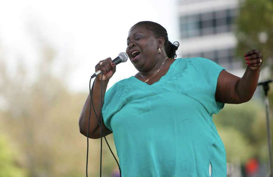 "Diunna Greenleaf performs at Discovery Green during the free weekly concert series ""Blues and Burgers"" co-sponsored by KTSU on Wednesday, Sept. 21, 2011, in Houston.  This was the third week of the series which will run through the second Wednesday of November. Photo: Andrew Richardson, Houston Chronicle / © 2011 Houston Chronicle"