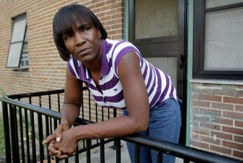 """Melissa Phillip : CHRONICLE TOUGH TIME: Nurse's aide Enis Domio, 34, has looked for work in Houston since November. With her unemployment benefits about to run out, she says, """"I'm really getting discouraged."""" Photo: Melissa Phillip / © 2011 Houston Chronicle"""