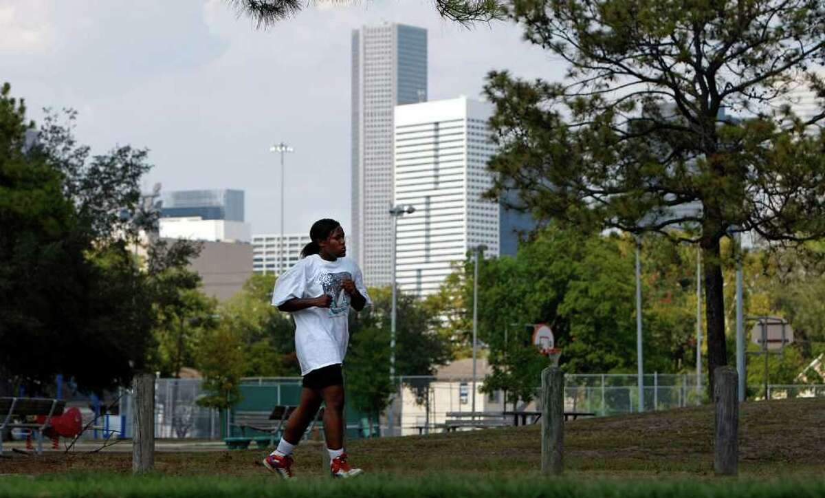 JOHNNY HANSON : CHRONICLE TRAINING REGIMEN: Courtney Stansell, 18, an amateur boxer, runs Wednesday in Emancipation Park, which was founded in 1872 by former slaves.
