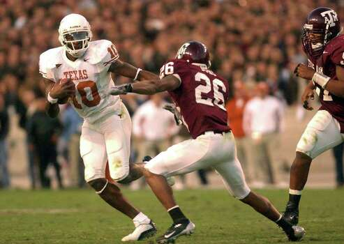 Texas quarterback Vince Young eludes Texas A&M defender Jonte Buhl during action in College Station on Friday, Nov. 28, 2003. BILLY CALZADA Photo: BILLY CALZADA, Associated Press
