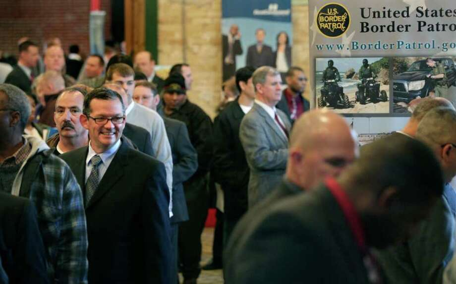Hundreds of former military personnel attended a job fair for veterans sponsored by Recruit Military at Sunset Station Depot in February. Photo: Bob Owen/rowen@express-news.net / rowen@express-news.net