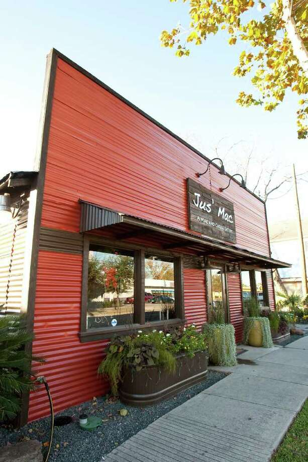 Jus' Mac restaurant, photographed Monday, Dec. 13, 2010, at their 2617 Yale Street in Houston.  ( Nick de la Torre / Houston Chronicle ) Photo: Nick De La Torre / Houston Chronicle