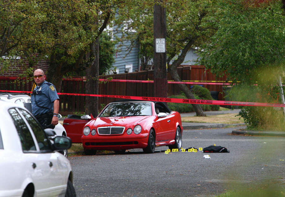 Seattle Police investigate the scene near Garfield High School where a man suffered fatal injuries Thursday morning. Photo: By LEVI PULKKINEN, SEATTLEPI.COM STAFF