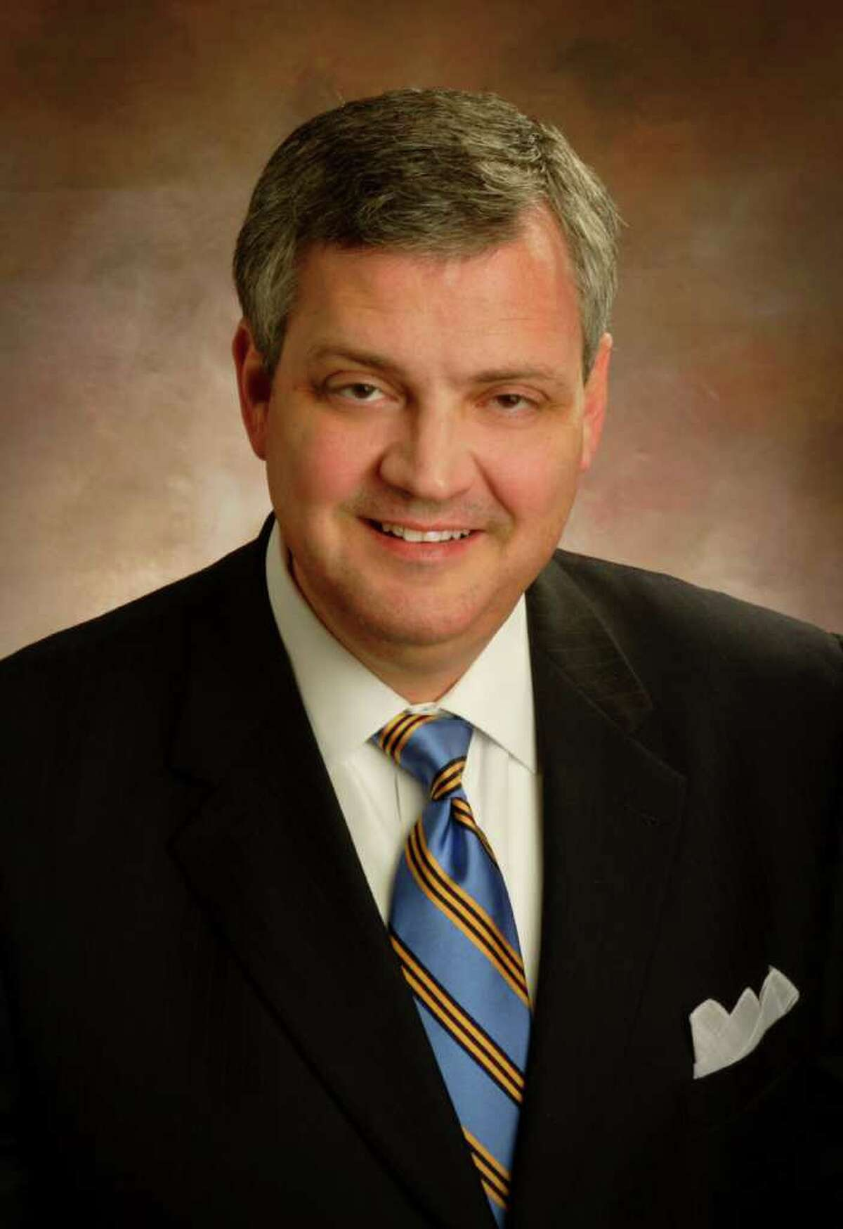 Al Mohler, a leading Southern Baptist figure, on Thursday apologized for supporting a religious leader who was accused of helping conceal sexual abuses at his former church. >>>See reactions from other church leaders to the Southern Baptist sex abuse investigation ...