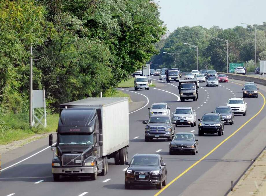 Traffic heads west toward New York state on Interstate 95 in the Byram section of Greenwich, Saturday morning, Sept. 3, 2011. Photo: Bob Luckey / Greenwich Time