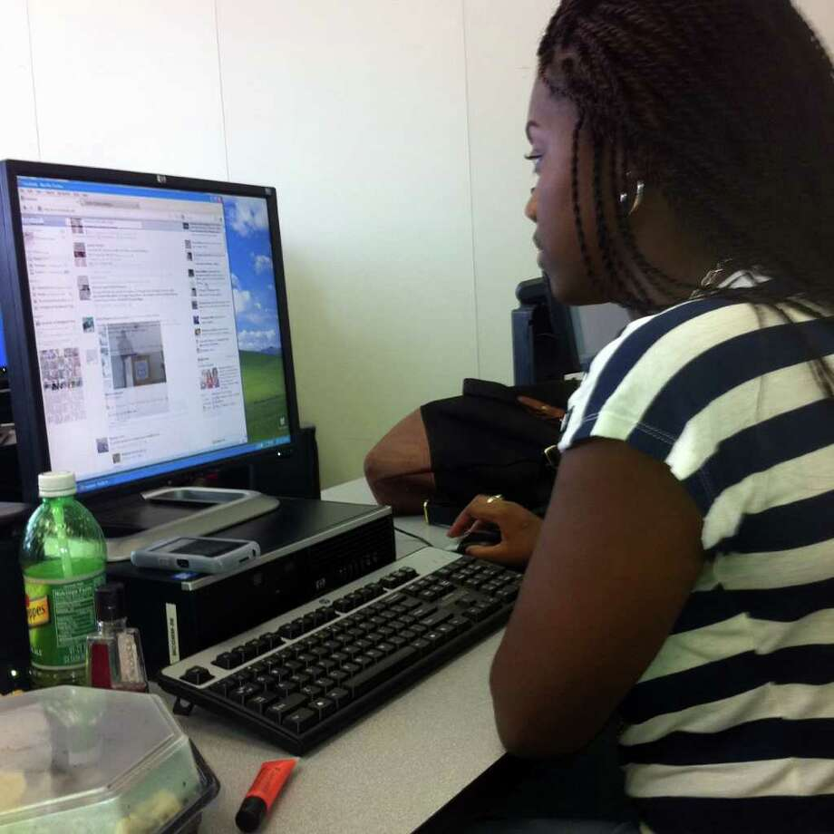 Geralda Moise, 20, a mass communications major at the University of Bridgeport, scans Facebook during her media management class at U-B. Moise is one of many Facebook users who dislike the recent crop of changes to the social media site. Photo: Amanda Cuda