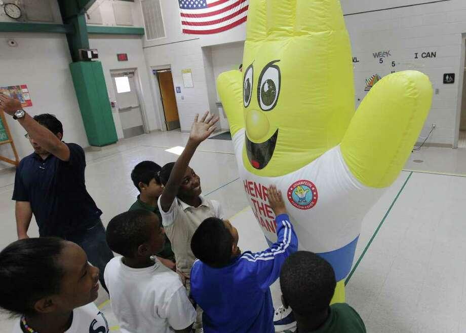 "Fifth-graders meet with ""Henry the Hand"" at Gates Elementary School. The event was a part of International Clean Hands Week. Photo: Kin Man Hui/kmhui@express-news.net / SAN ANTONIO EXPRESS-NEWS"
