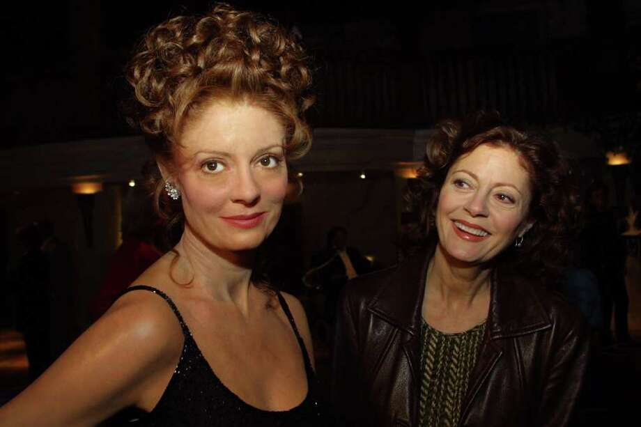 Actress Susan Sarandon, right, inspects herwax likeness at Madame Tussaud's wax museum. Photo: SHAWN BALDWIN, AP / AP