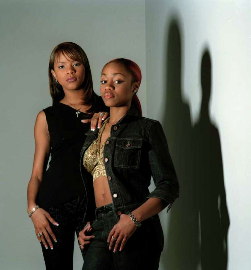 SMILEY N. POOL : CHRONICLE ugly split: LeToya Luckett, left, and LaTavia Roberson, tried, unsuccessfully, to oust Mathew Knowles (Beyonce's father) as the group's manager. Photo: Smiley N. Pool / Houston Chronicle