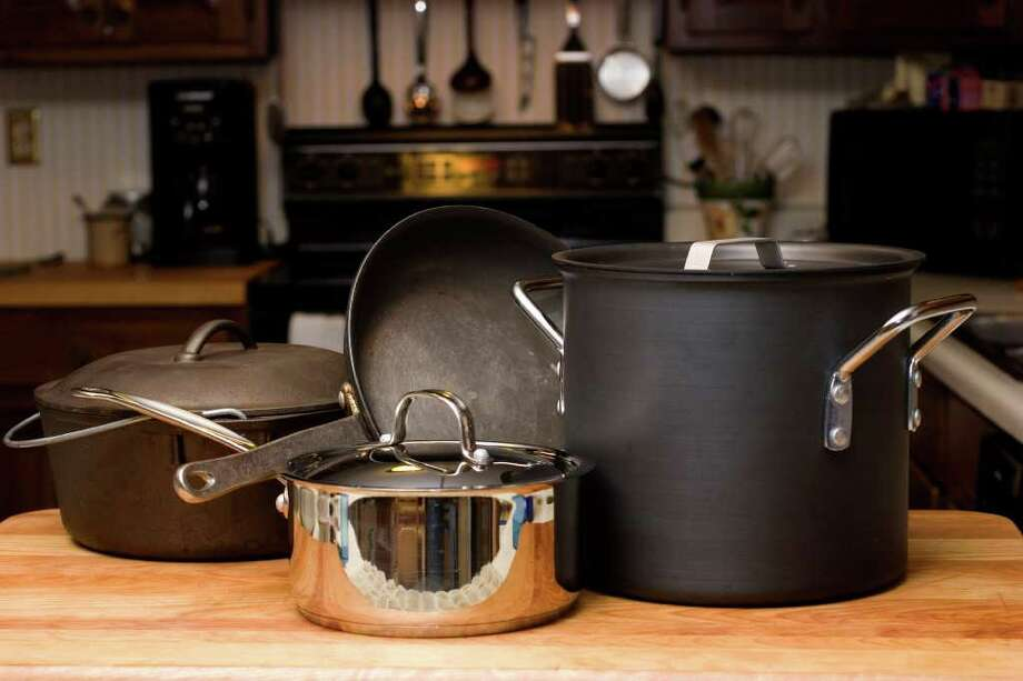 LARRY CROWE : ASSOCIATED PRESS FILE FUNDAMENTALS: Experts agree these are the kitchen basics: from foreground, clockwise, a 2- to-4 quart sauce pan, a 5- to-8 quart Dutch oven, a 7- to-12 inch skillet and a stock pot. Photo: LARRY CROWE / AP2007