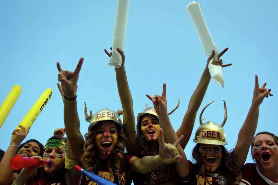 Deer Park students cheer their team before facing La Porte. Photo: Smiley N. Pool, Houston Chronicle / © 2011  Houston Chronicle