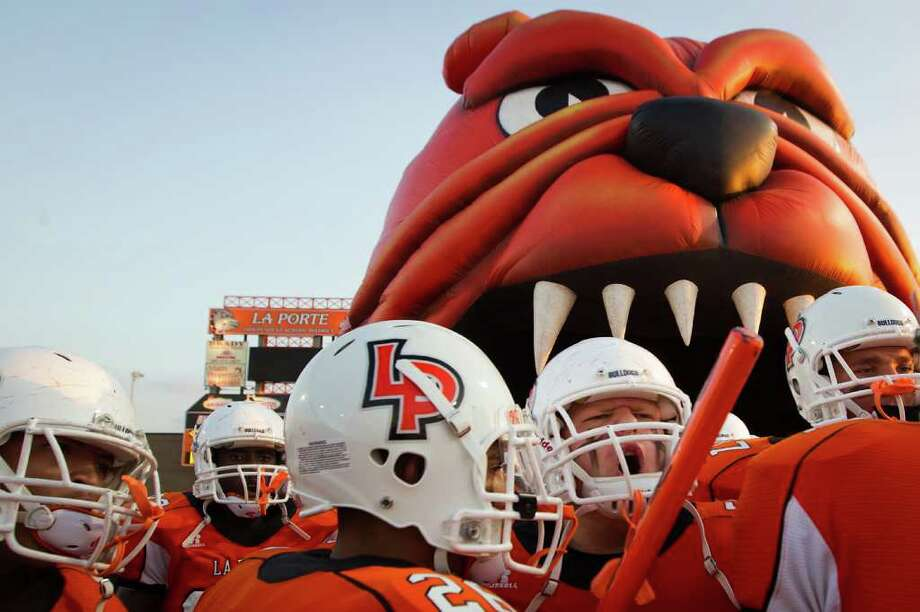 La Porte players prepare to take the field to face Deer Park. Photo: Smiley N. Pool, Houston Chronicle / © 2011  Houston Chronicle