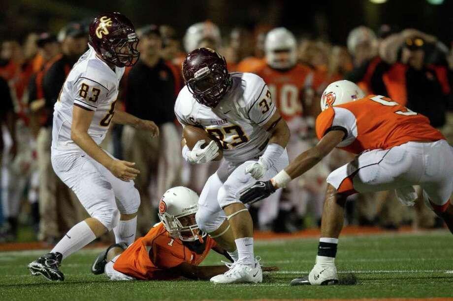 Deer Park running back Clay De La Garza (33) looks for running room during the second quarter, Photo: Smiley N. Pool, Houston Chronicle / © 2011  Houston Chronicle