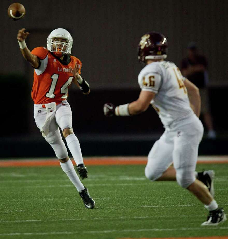 La Porte quarterback Josh Vidales (14) fires a pass as Deer Park linebacker Tyler Butterfras (46) defends during the first quarter. Photo: Smiley N. Pool, Houston Chronicle / © 2011  Houston Chronicle
