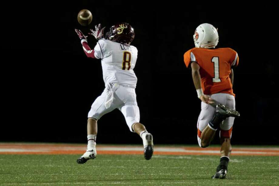 Deer Park receiver Eric Luna (8) gets behind La Porte defensive back Vic Holmes (1) for a long  catch during the second half. Photo: Smiley N. Pool, Houston Chronicle / © 2011  Houston Chronicle