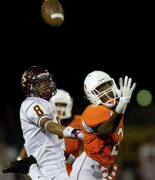Deer Park receiver Eric Luna (8) has a ball go over his head as La Porte defensive back Ellis Hutchi