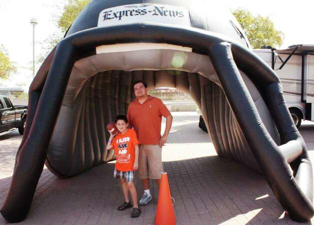 UTSA Game Day Photos – Saturday, September 24, 2011 Bacone vs. UTSA – Homecoming at Alamodome Photo: Express-News