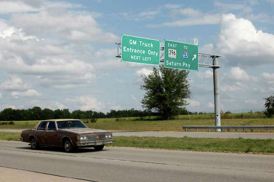 JOSH ANDERSON : NEW YORK TIMES CLOSED TWO YEARS: Highway exit signs remind locals of the legacies of the GM and Saturn presence in Spring Hill, Tenn. Photo: JOSH ANDERSON / NYTNS