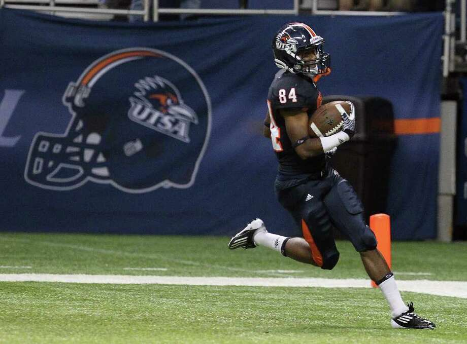 UTSA's Brandon Freeman (84) coasts into the endzone on a 63-yard pass reception against Bacone in the first half at the Alamodome on Saturday, Sept. 24, 2011. Kin Man Hui/kmhui@express-news.net Photo: KIN MAN HUI, Express-News / SAN ANTONIO EXPRESS-NEWS