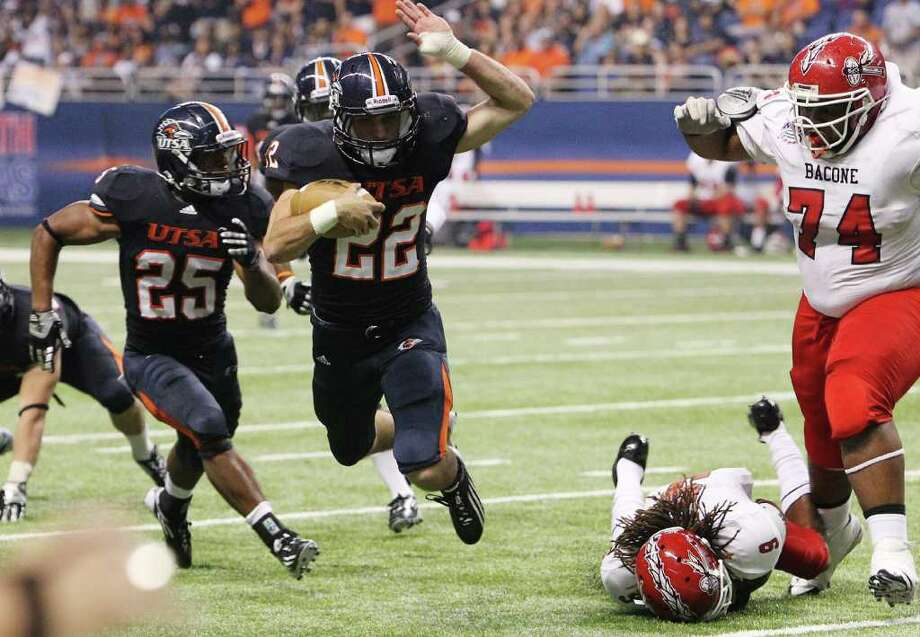 UTSA's Nic Johnston (22) gets tripped up by Bacone's Anthony Ezell (09) after an interception in the second half at the Alamodome on Saturday, Sept. 24, 2011. UTSA defeated Bacone, 54-7. Kin Man Hui/kmhui@express-news.net Photo: KIN MAN HUI, Express-News / SAN ANTONIO EXPRESS-NEWS