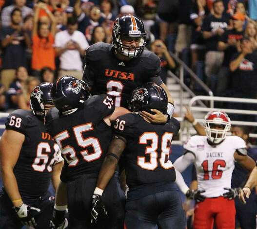UTSA's Eric Soza (08) gets hoisted up by teammates after scoring a touchdown against Bacone in the first half at the Alamodome on Saturday, Sept. 24, 2011. Kin Man Hui/kmhui@express-news.net Photo: KIN MAN HUI, / / SAN ANTONIO EXPRESS-NEWS