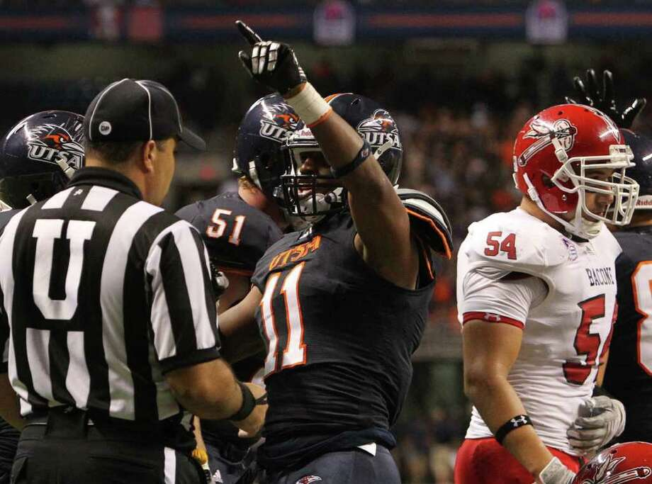 UTSA's David Glasco, II (11) reacts after scoring a touchdown against Bacone in the first half at the Alamodome on Saturday, Sept. 24, 2011. Kin Man Hui/kmhui@express-news.net Photo: KIN MAN HUI, / / SAN ANTONIO EXPRESS-NEWS