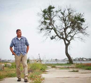 Galveston police officer Fred Paige visits the site of a former Isle ski school, one of the last places two teenage girls were seen before being killed in the 1970s. Photo: Michael Paulsen / © 2011 Houston Chronicle