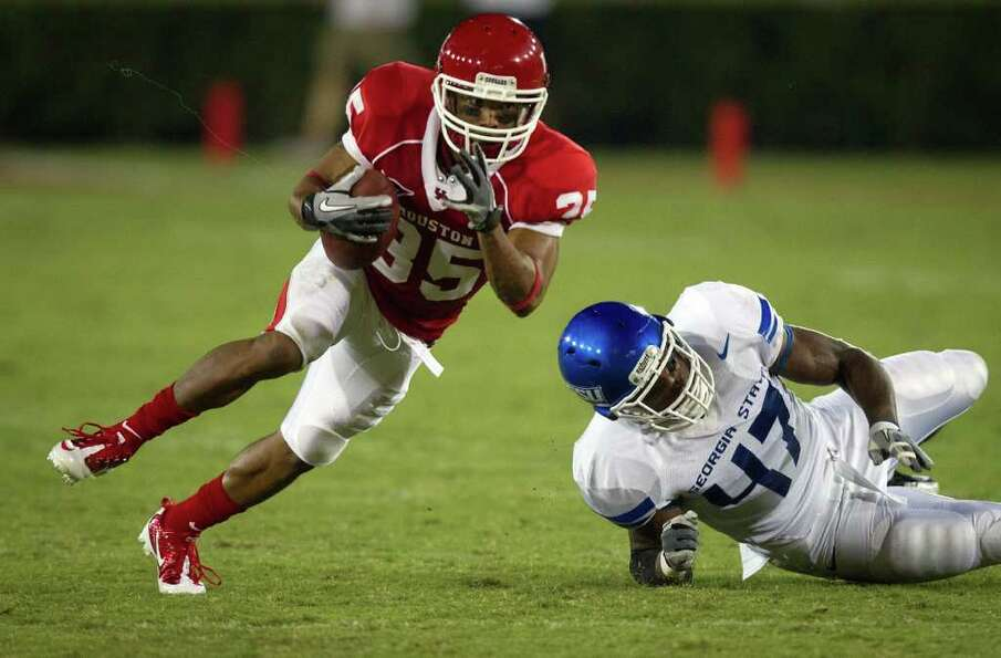 Houston Cougars wide receiver Tyron Carrier (35) gets past Georgia State Panthers linebacker Michael
