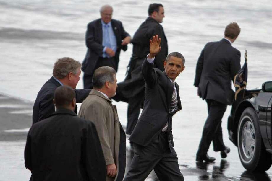 President Barack Obama waves goodbye to the crowd as he walks towards his presidential limousine. Photo: JOE DYER / SEATTLEPI.COM