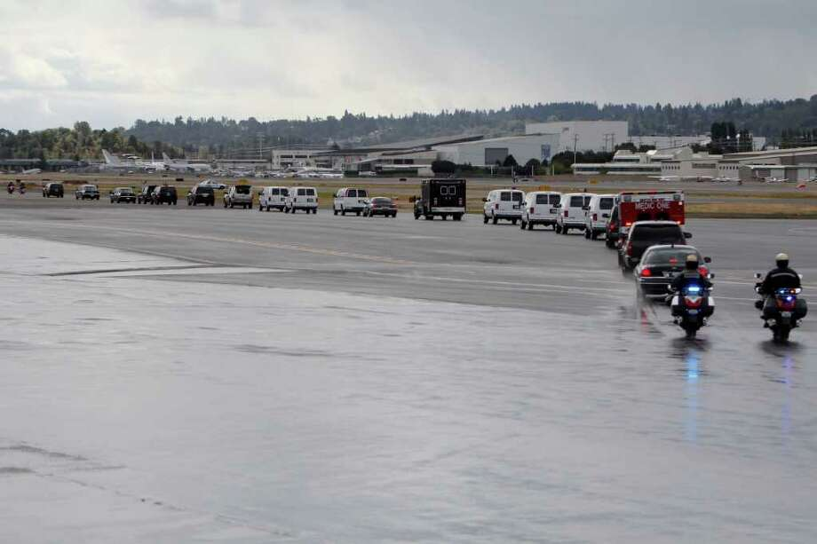 The presidential motorcade leaves Boeing Field. Photo: JOE DYER / SEATTLEPI.COM