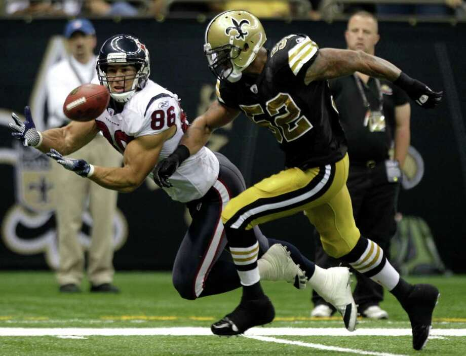 Houston Texans tight end James Casey (86) beats New Orleans Saints outside linebacker Jonathan Casillas (52) for a 26-yard touchdown reception during the fourth quarter of an NFL football game at the Louisiana Superdome Sunday, Sept. 25, 2011, New Orleans. The Saints beat the Texans 40-33. Photo: Brett Coomer, Houston Chronicle / © 2011 Houston Chronicle
