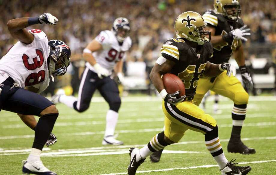 New Orleans Saints running back Darren Sproles (43) runs past Houston Texans free safety Danieal Manning (38) for a 30-yard touchdown run during the second quarter of an NFL football game at the Louisiana Superdome Sunday, Sept. 25, 2011, New Orleans. The Saints beat the Texans 40-33. Photo: Brett Coomer, Houston Chronicle / © 2011 Houston Chronicle